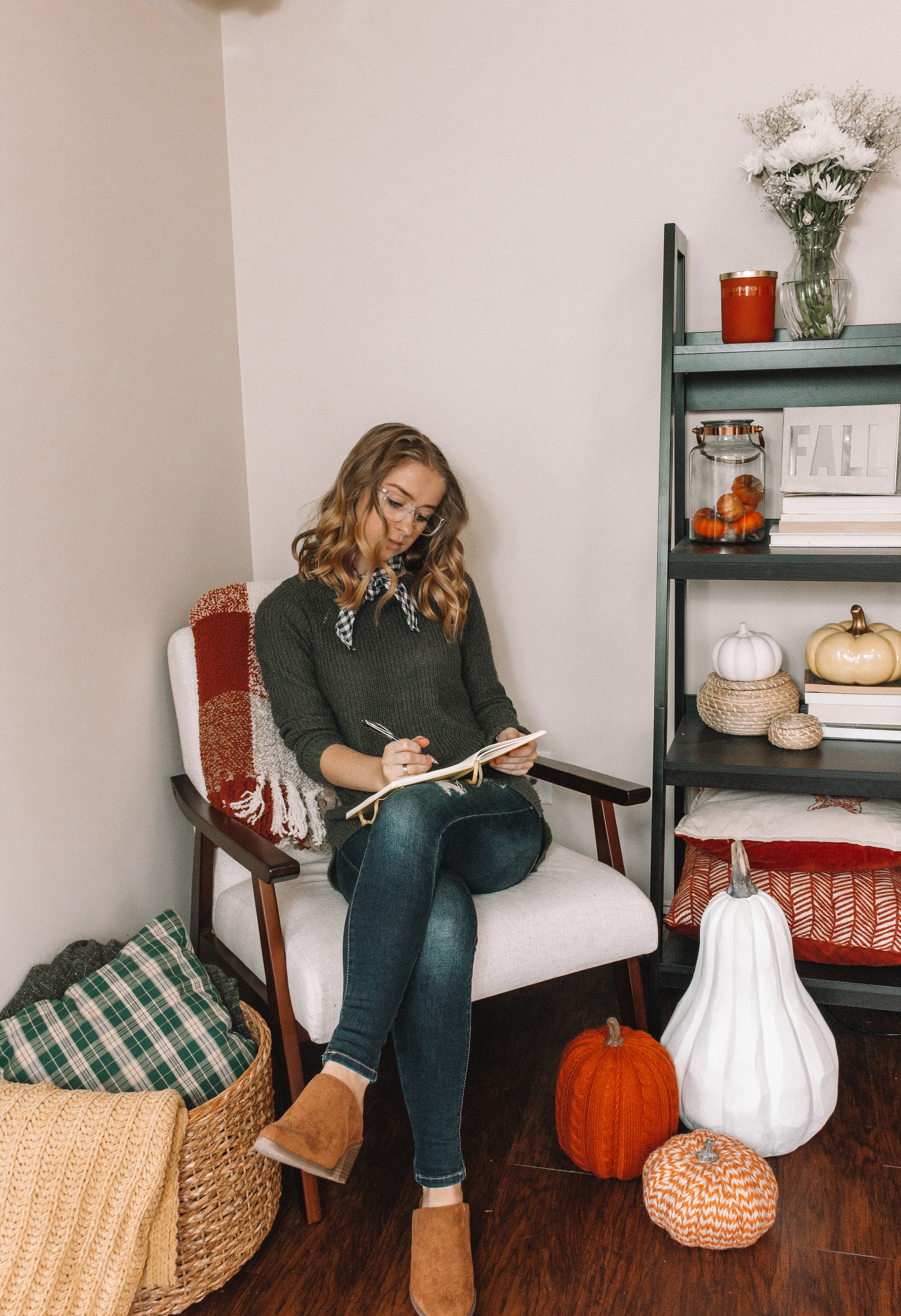 How I Styled My Fall Reading Nook   Hey Its Camille Grey #fall #reading #home
