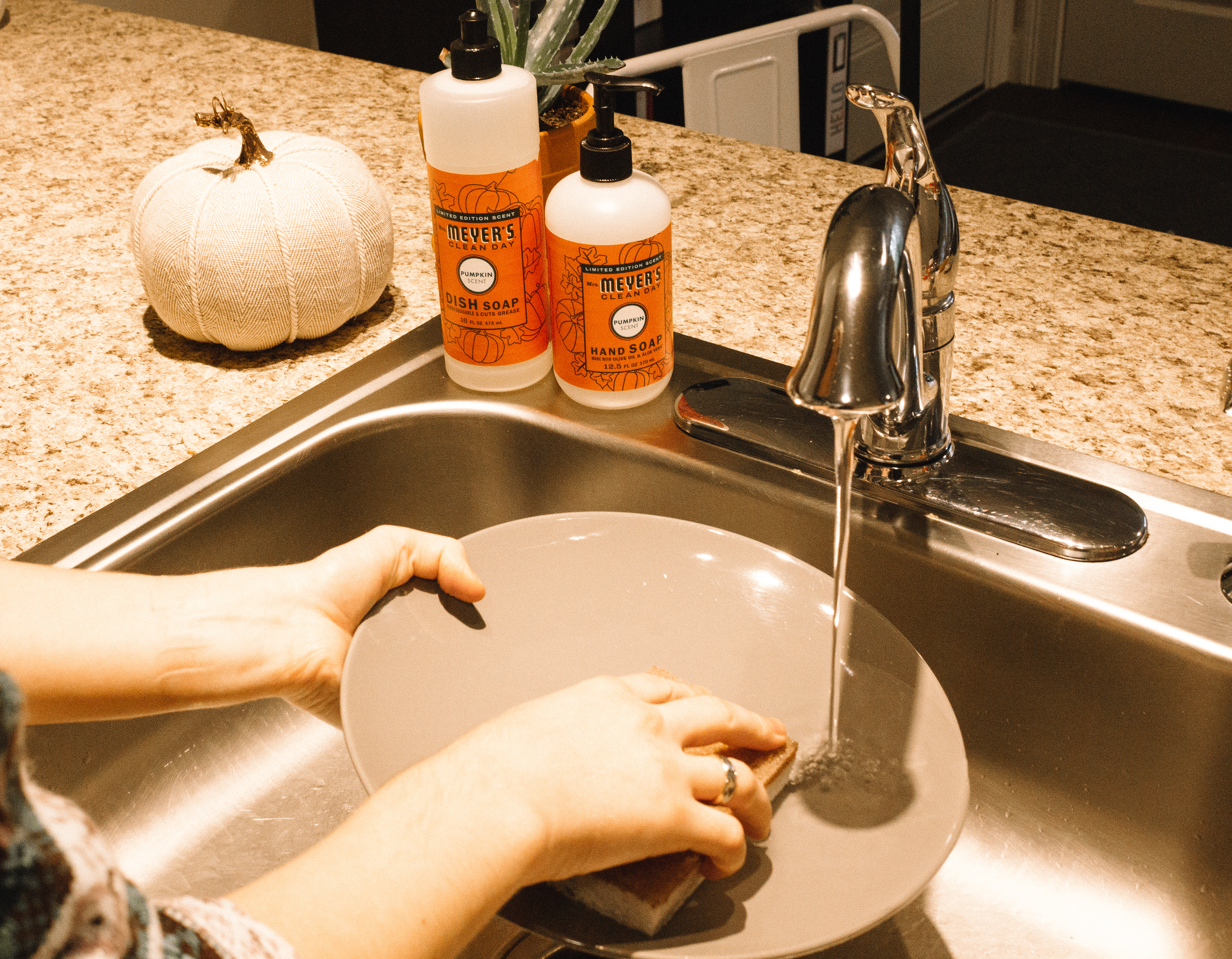 Tips and Tricks for a Fall Cleaning | Hey Its Camille Grey #fall #cleaning