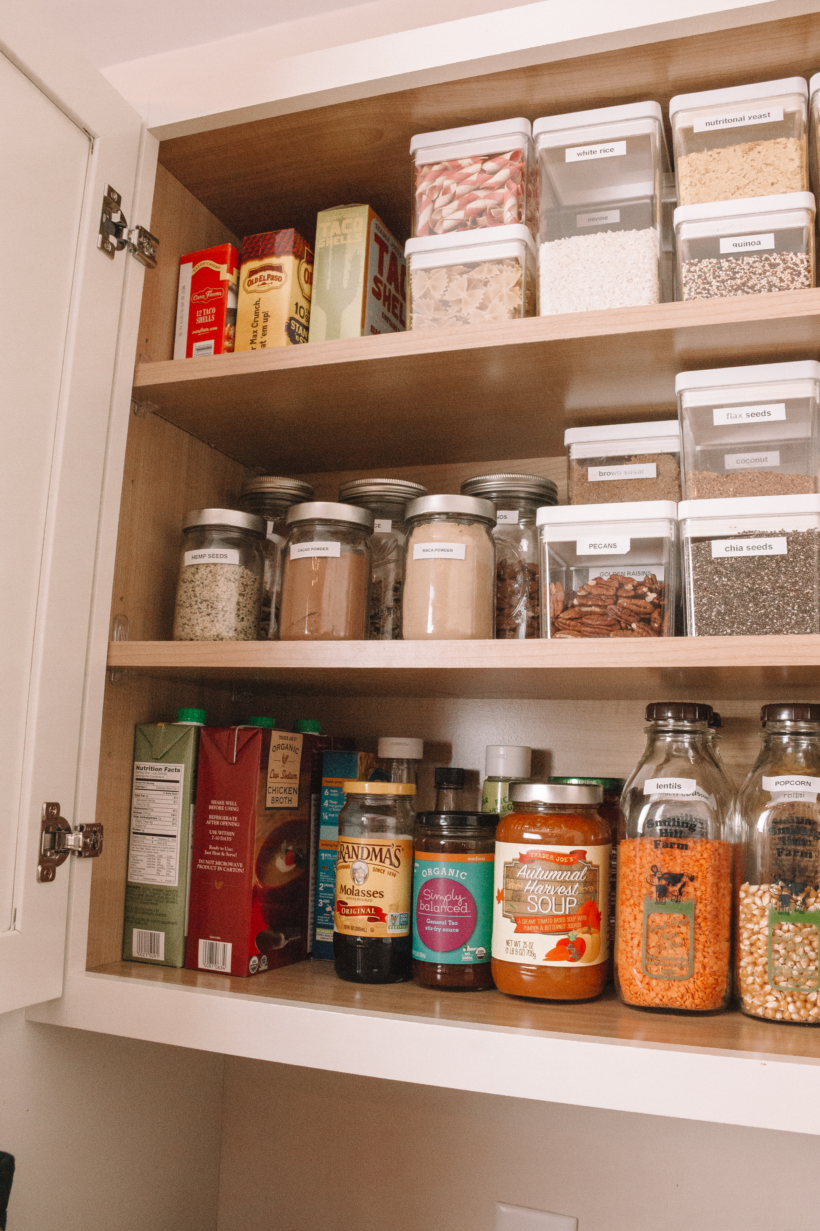 How to Organize Your Pantry in an Apartment - Small Space Storage | Hey Its Camille Grey #pantry #organization #apartment
